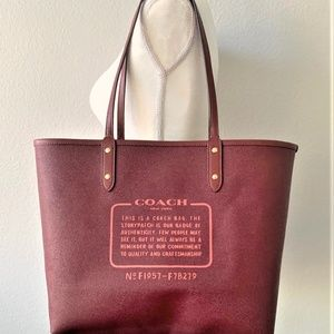 Coach Bags - ✨NWT Coach Reversible City Tote Signature Daisy